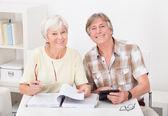 Senior Couple Calculating Budget — Stock Photo