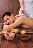 Man Receiving Lastone Therapy In Spa — Stockfoto