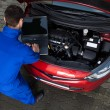 Mechanic Using Laptop While Repairing Car — Foto de Stock