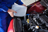 Mechanic Pouring Antifreeze Into Windscreen Water Tank — Stock Photo