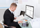 Businessman analyzing a spreadsheet online checking — Стоковое фото