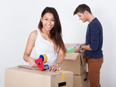 Couple Packing Cardboard Boxes — Foto de Stock