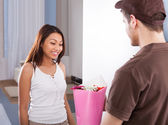 Woman Receiving Bouquet From Delivery Man — ストック写真