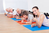 Trainer And Senior Customers At Gym — Stockfoto