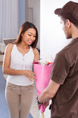 Woman Receiving Bouquet From Delivery Man — Stock Photo