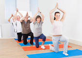 Trainer And Customers Practicing Yoga At Gym — Zdjęcie stockowe