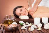 Woman Receiving Back Massaging In Spa — Stockfoto