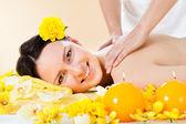 Smiling Woman Receiving Shoulder Massaging In Spa — Stockfoto