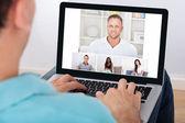有视频会议与朋友的人 — 图库照片