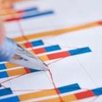 Businessman Analyzing Bargraph — Stock Photo #47346967