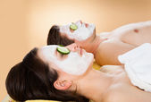 Couple With Face Mask Relaxing In Spa — Stockfoto