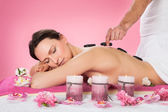 Woman Receiving Hot Stone Therapy In Spa — Foto Stock