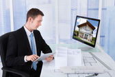 Architect Browsing Property — Foto de Stock