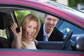 Woman Showing Key In Car — Stockfoto