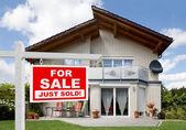 Sprzedał dom — Zdjęcie stockowe