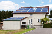 House With Solar Panels — Stockfoto