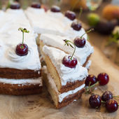 Delicious cherry cake — Zdjęcie stockowe