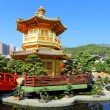 Gold pavilion in chinese garden - Foto Stock