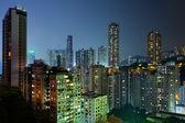Hong kong med trånga byggnader på natten — Stockfoto