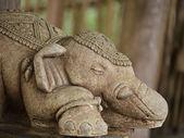 Statue d'éléphant de pierre — Photo