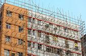 Bambusowym rusztowaniu naprawy budynku — Zdjęcie stockowe