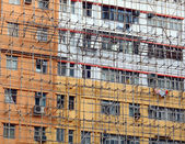 Impalcature di bambù di riparare il vecchio edificio — Foto Stock