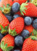 Aardbeien en bosbessen mix — Stockfoto