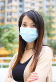 Asian woman wearing face mask — Stockfoto