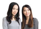 Twee aziatische vrouw vriend glimlach — Stockfoto
