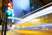 Luz de tráfego na cidade — Fotografia Stock