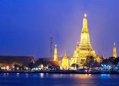Wat Arun in Bangkok at night — Stock Photo