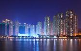 Bytový dům v hong kong v noci — Stock fotografie