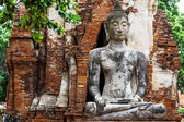 Ancient temple with ruins buddha — Stockfoto