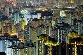 жилой дом в гонконг ночью — Стоковое фото