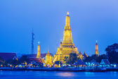 Wat Arun in Bangkok at night — Stock Photo