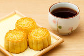 Mooncake and tea — Stock Photo