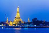 Wat arun i bangkok på natten — Stockfoto
