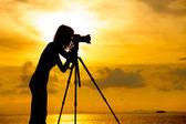 Fotógrafo silhueta por do sol — Fotografia Stock