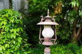 Uliczne lampy w ogrodzie — Zdjęcie stockowe