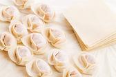 Ev yapımı hamur tatlısı ve hammaddeler — Stok fotoğraf