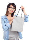 Asian woman with shopping bag — Stock Photo