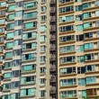 Overpopulated building in city — Stock Photo