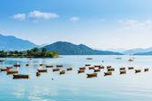 Barco y costa hermosa del mar — Foto de Stock