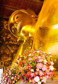 Giant golden recline buddha in Thailand — Stock Photo