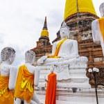 Pagoda and Buddha Statues at Wat Yai Chaimongkol — Stock Photo #32513683