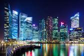 Skyline de cidade de Singapura à noite — Fotografia Stock