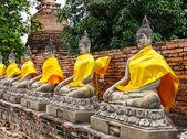 строка древней статуи будды в храме — Стоковое фото