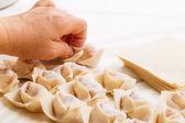 Maken van chinese knoedel — Stockfoto