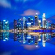 Urban cityscape in Singapore at night — Stockfoto