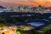 Historical grand palace in Seoul city at night — Stock Photo